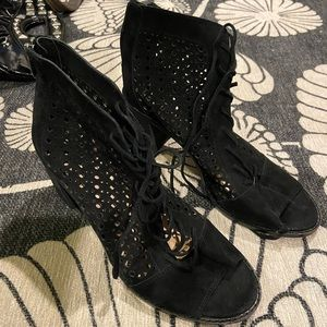 Vince Camuto black lace up booties- 9